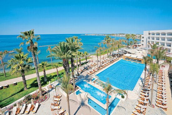pool-and-sea-view